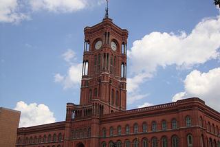 Rote Rathaus an der Rathausstraße / Königstraße Berlin - Urlaub + Bildung