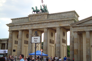 Brandenburger Tor am Pariser Platz in der Dorotheenstadt Berlin, lernen in Berlin