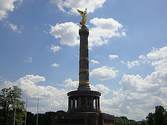 Berliner Siegessäule mit Viktoria im  Großen Tiergarten Berlin - Bildungsurlaub